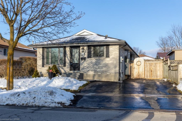 126 CARLYLE Drive, London