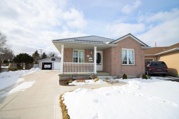 40 CARRIE Crescent, St. Thomas