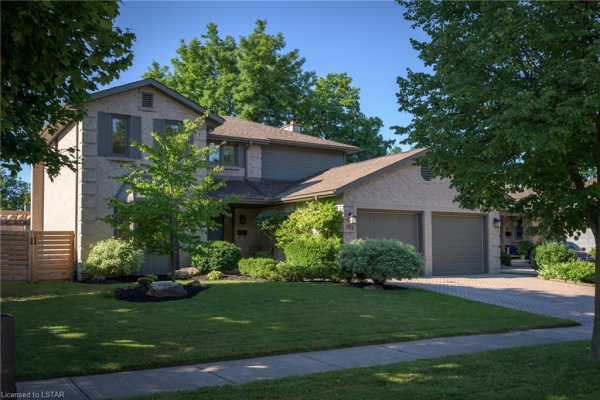 102 MOUNTAINVIEW Crescent, London