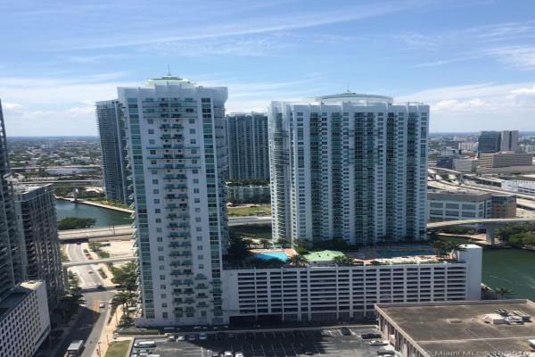 31 SE 5th St, Miami
