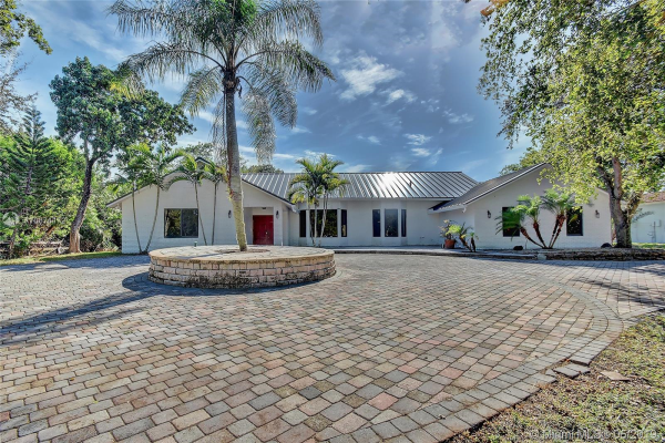 3910 NW 43rd St, Coconut Creek