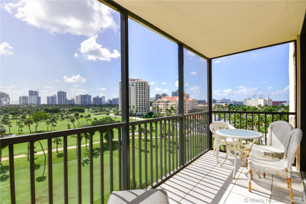 20335 W Country Club Dr, Aventura