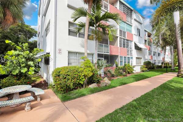 1333 E Hallandale Beach Blvd, Hallandale