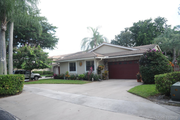 3246 Lake Shore Dr, Deerfield Beach