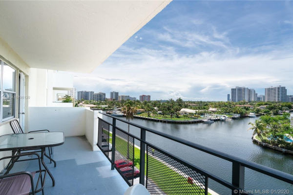 401 Golden Isles Dr, Hallandale Beach
