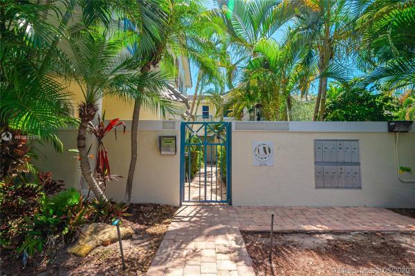 700 NE 7 AV, Fort Lauderdale