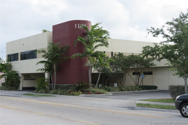 1100 SW 57th Ave, West Miami