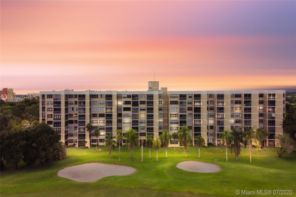 16300 Golf Club Rd, Weston
