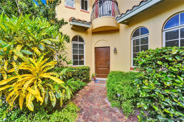 1419 Bayview Dr, Fort Lauderdale