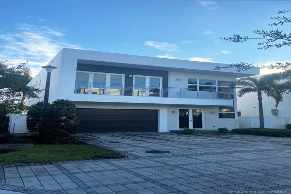 9880 NW 74th Ter, Doral