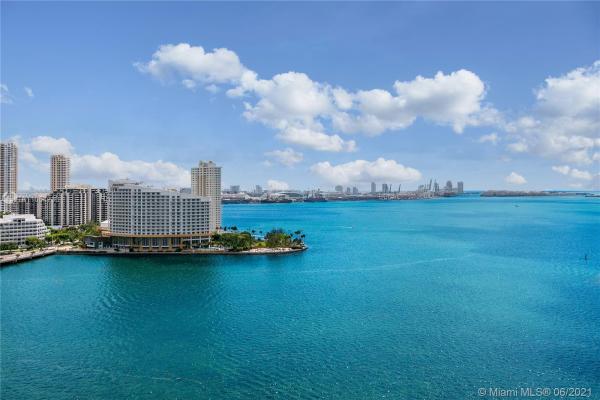 1155 Brickell Bay Dr, Miami