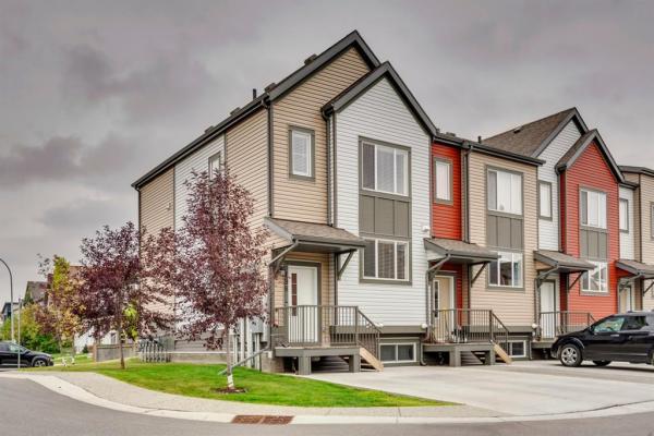 198 Copperpond Villa SE, Calgary