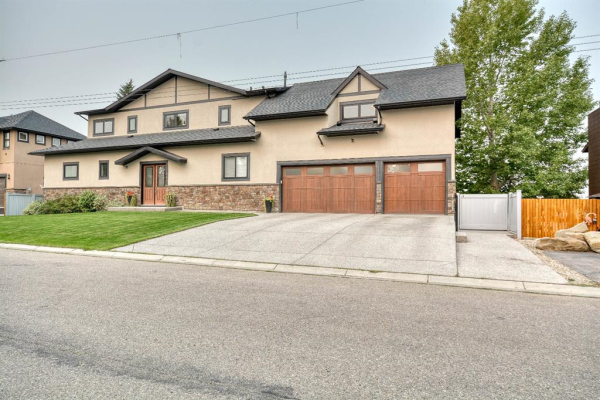 865 East Chestermere Drive, Chestermere
