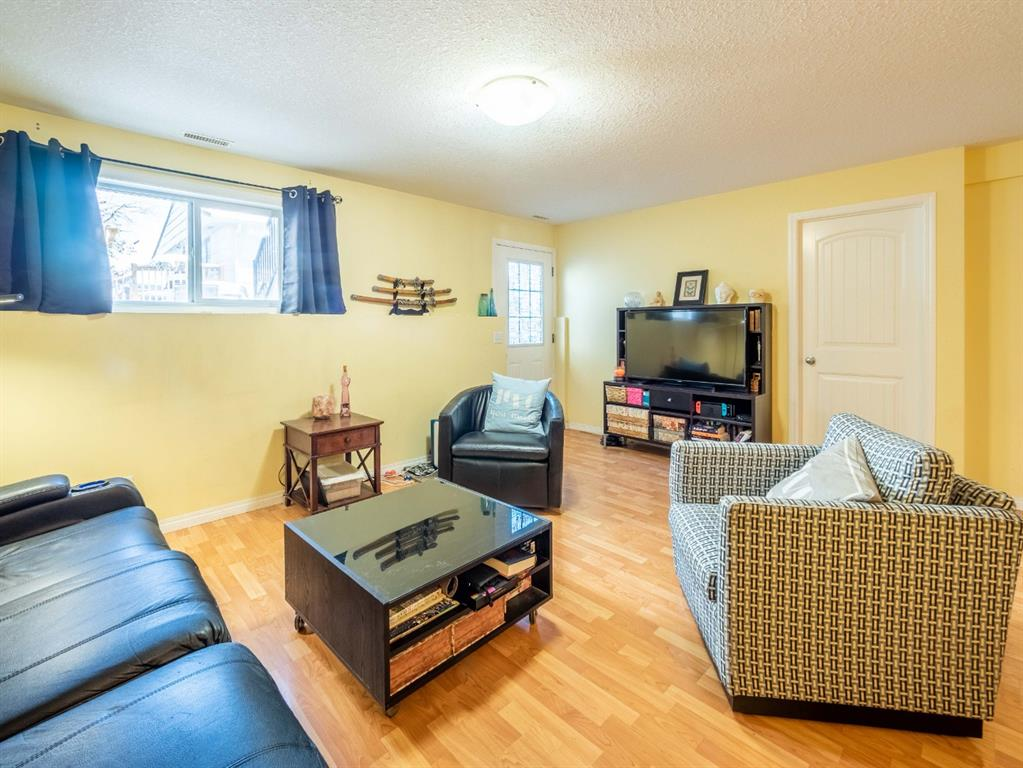 Listing A1036861 - Thumbmnail Photo # 8