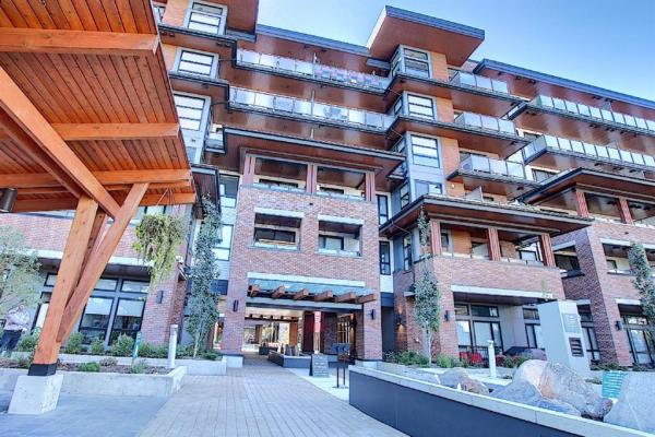 122 Mahogany Centre SE, Calgary