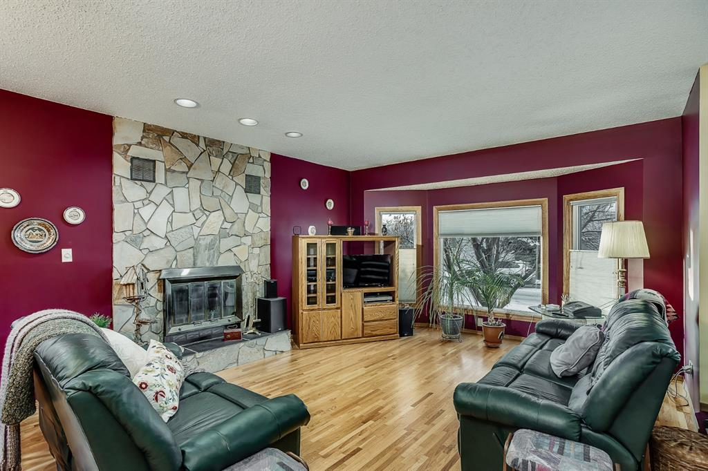 Listing A1054088 - Large Photo # 4