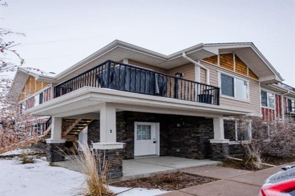 35 West Coach Manor SW, Calgary