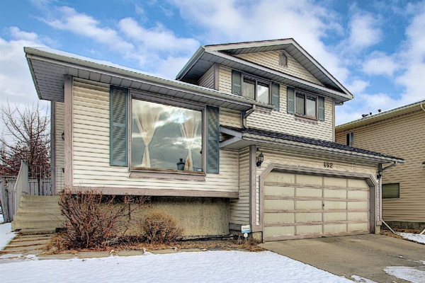 152 Woodmark Crescent SW, Calgary