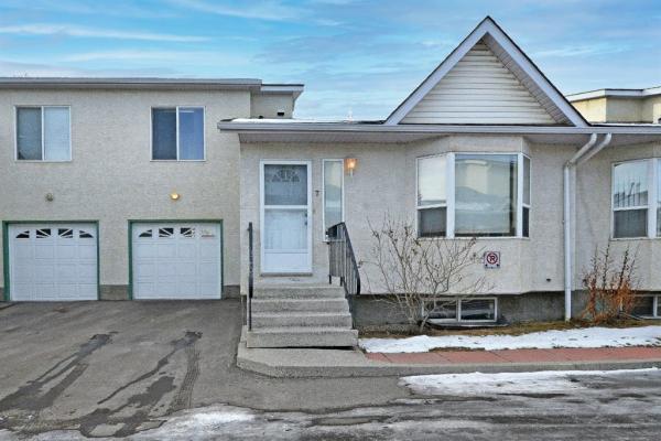 7 Whitmire Villas NE, Calgary