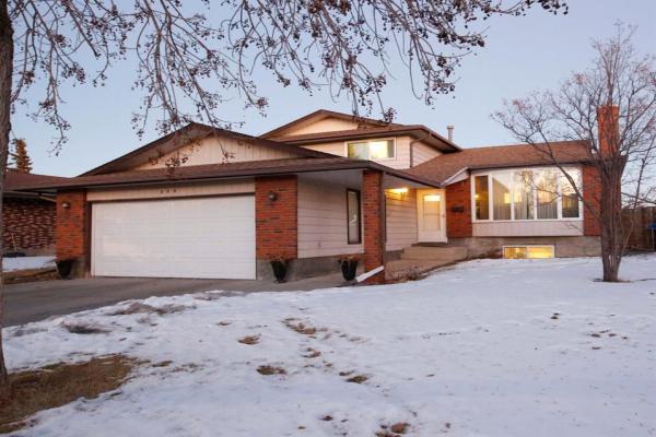 179 Rundlemere Road NE, Calgary
