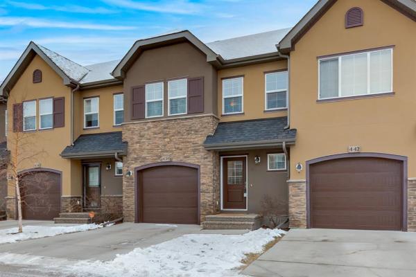 438 Quarry Villas SE, Calgary
