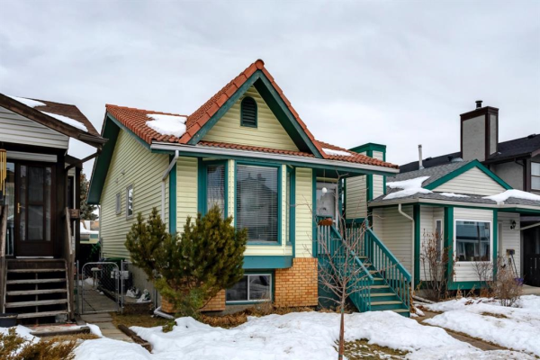 26 Woodglen Crescent SW, Calgary