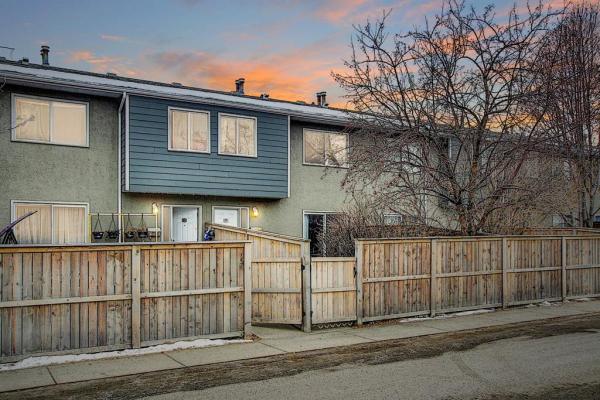 219 90 Avenue SE, Calgary