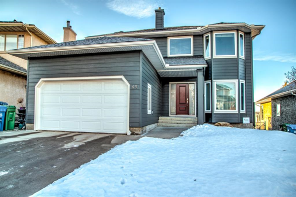 49 Douglas Woods Manor SE, Calgary
