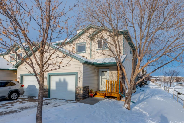 156 Canoe Drive SW, Airdrie