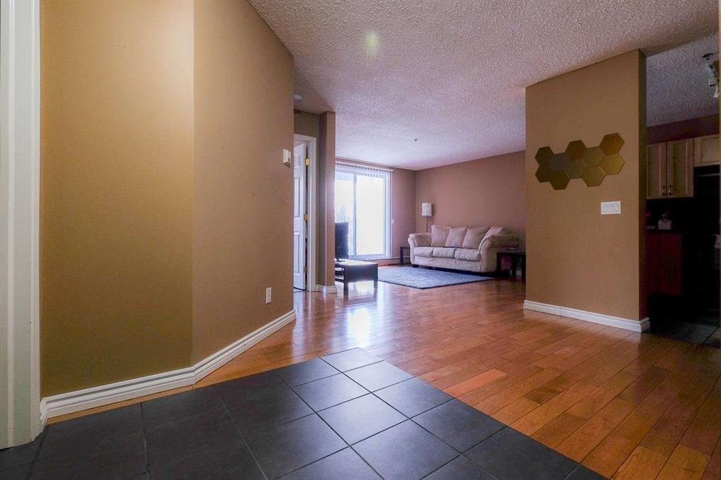 Listing A1070422 - Thumbmnail Photo # 3