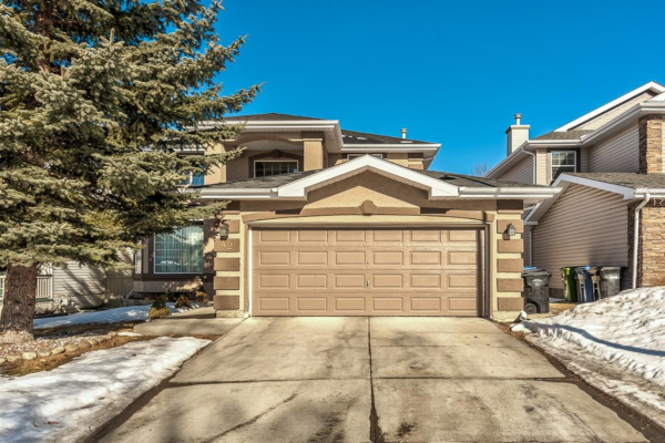 42 Douglasdale Point SE, Calgary