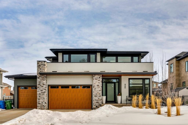 888 East Lakeview Road, Chestermere