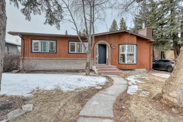 182 Springwood Drive SW, Calgary