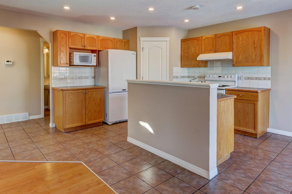 Listing A1079252 - Thumbmnail Photo # 7