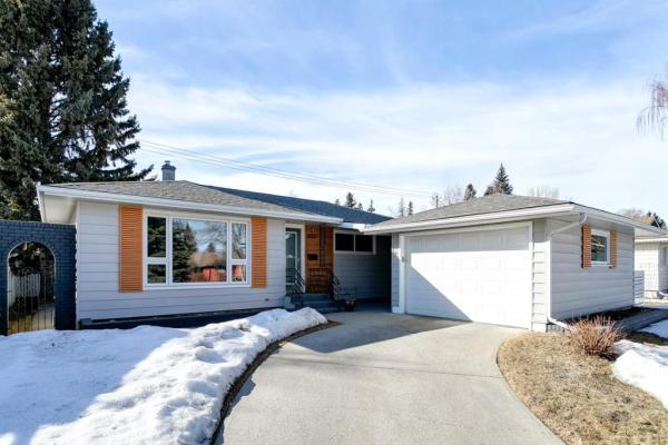 8207 7 Street SW, Calgary