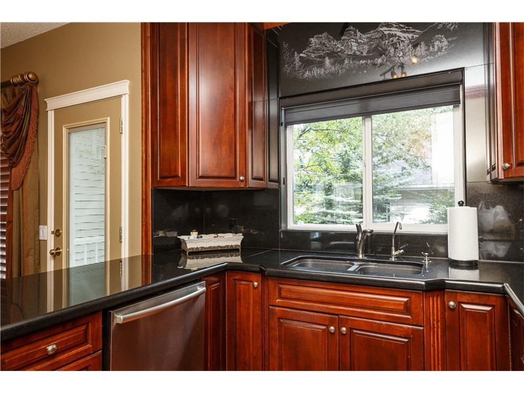 Listing A1083587 - Large Photo # 12