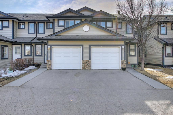 176 Stonemere Place, Chestermere
