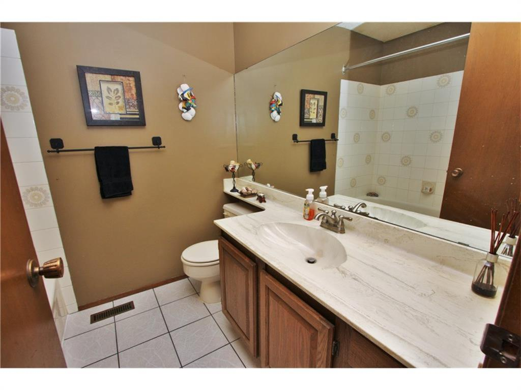 Listing A1084493 - Thumbmnail Photo # 28