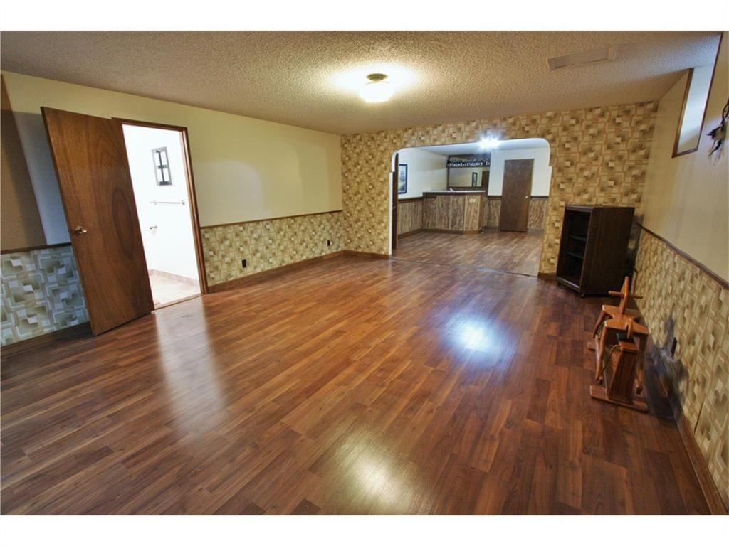 Listing A1084493 - Thumbmnail Photo # 33