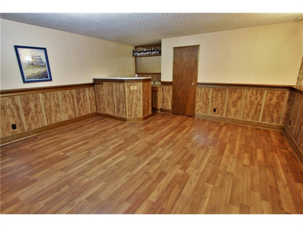 Listing A1084493 - Thumbmnail Photo # 37