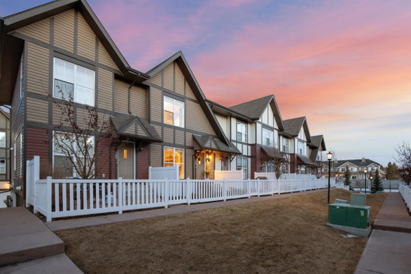 164 NEW BRIGHTON Villas SE, Calgary