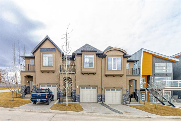 521 31 Avenue NE, Calgary