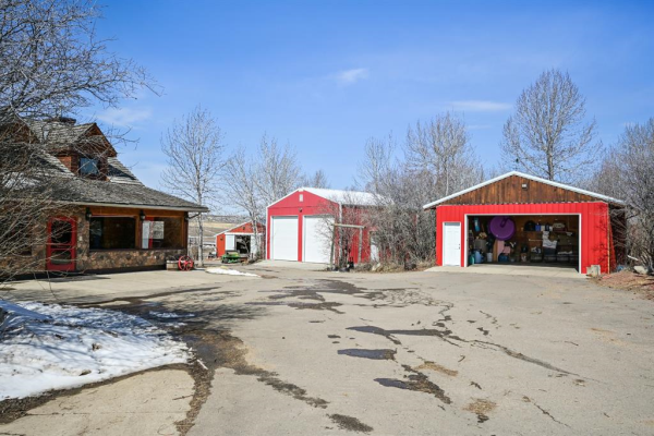 434135 2 Street E, Rural Foothills County