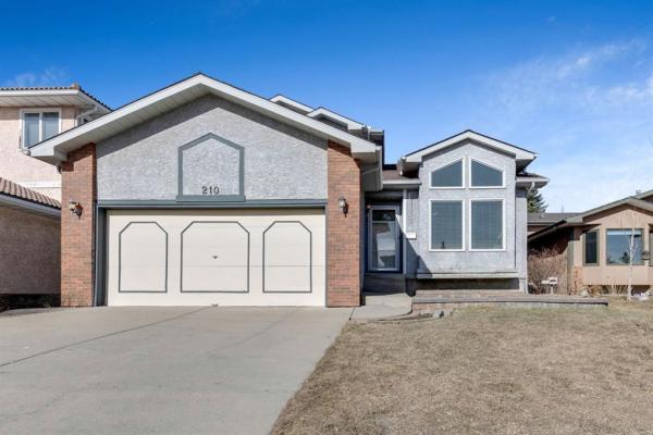 210 Hawkdale Bay NW, Calgary