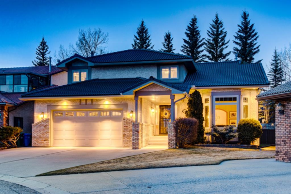 220 Edelweiss Place NW, Calgary