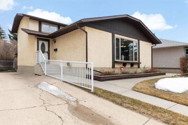 7 Woodmont Rise SW, Calgary