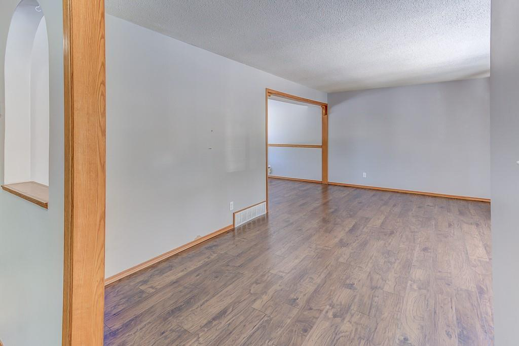 Listing A1092060 - Thumbmnail Photo # 8