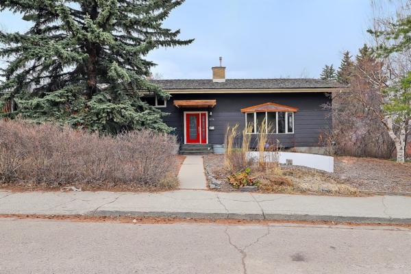 404 46 Avenue SW, Calgary