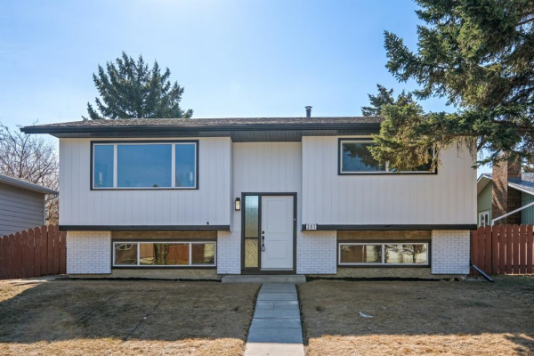 207 Queen Anne Place SE, Calgary