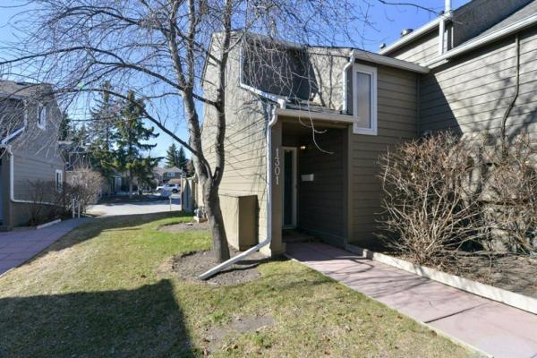 829 Coach Bluff Crescent, Calgary